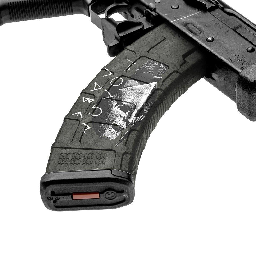 GunSkins® prémiový vinylový skin na zásobník AK-47 – GS® Molon Labe Black™ (Farba: GS® Molon Labe Black™)